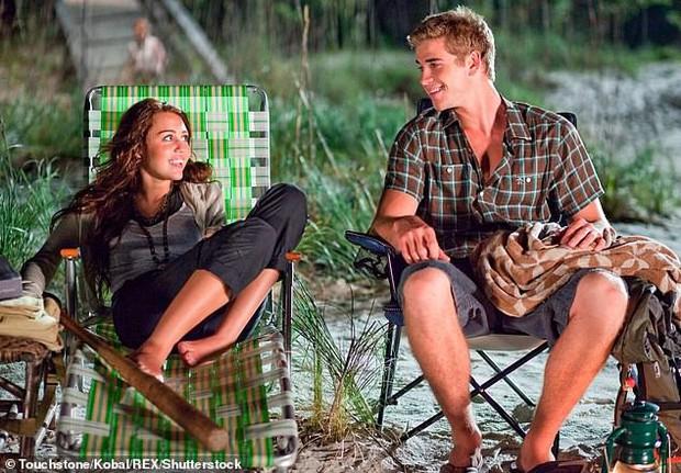 Phát hiện thú vị: Ảnh cưới của Miley và Liam trông giống hệt khoảnh khắc gặp nhau gần 10 năm trước - Ảnh 4.