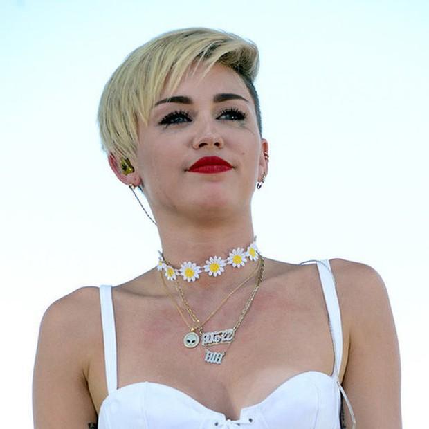 Miley Cyrus: Nàng công chúa vì yêu mà nổi loạn bất cần nhưng cũng vì tình mà cởi bỏ gai góc, khoác lên bộ váy cô dâu - Ảnh 13.