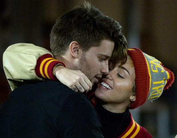 Miley Cyrus: Nàng công chúa vì yêu mà nổi loạn bất cần nhưng cũng vì tình mà cởi bỏ gai góc, khoác lên bộ váy cô dâu - Ảnh 14.