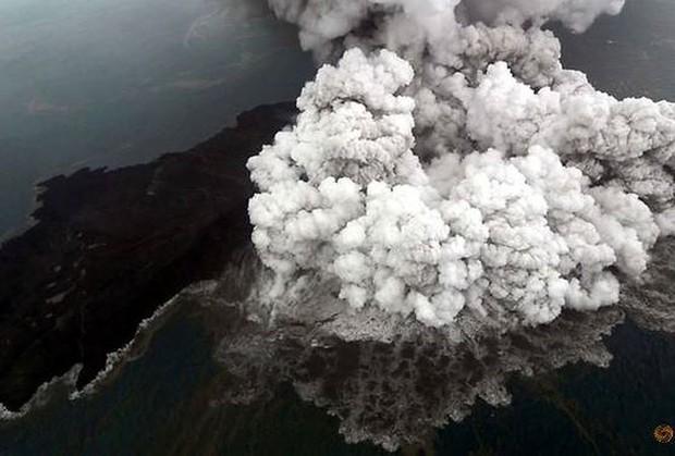 Indonesia nâng cảnh báo vì núi lửa hoạt động mạnh - Ảnh 1.