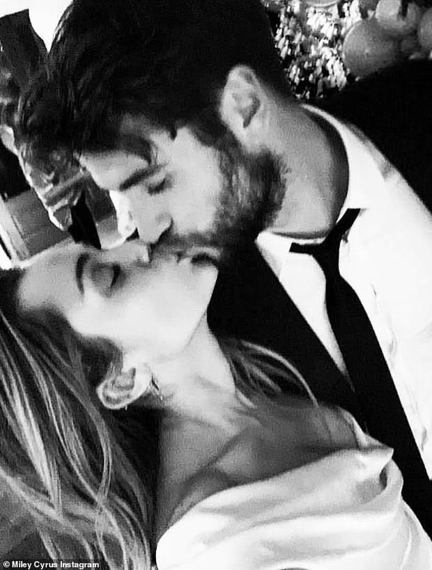 Trước ngày cưới, các sao khác lo chuẩn bị hôn lễ thật hoành tráng, riêng Miley - Liam lại làm những việc giản đơn bất ngờ - Ảnh 4.