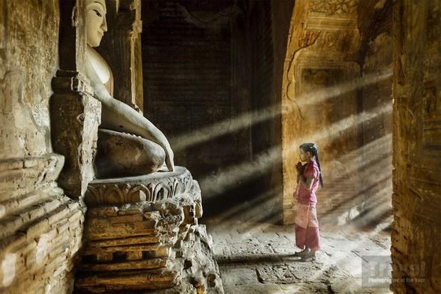Nhìn lại thế giới muôn màu với 10 bức ảnh ấn tượng đạt giải Travel Photographer of the Year 2018 - Ảnh 1.