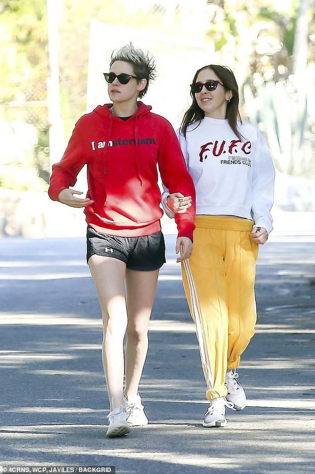 Kristen Stewart ngày càng nam tính hơn khi hẹn hò bạn gái mới, nhưng có một điểm đặc biệt vẫn không đổi thay - Ảnh 2.