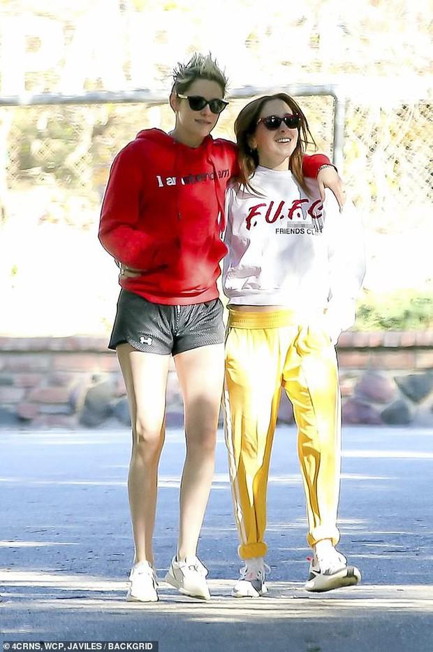 Kristen Stewart ngày càng nam tính hơn khi hẹn hò bạn gái mới, nhưng có một điểm đặc biệt vẫn không đổi thay - Ảnh 3.