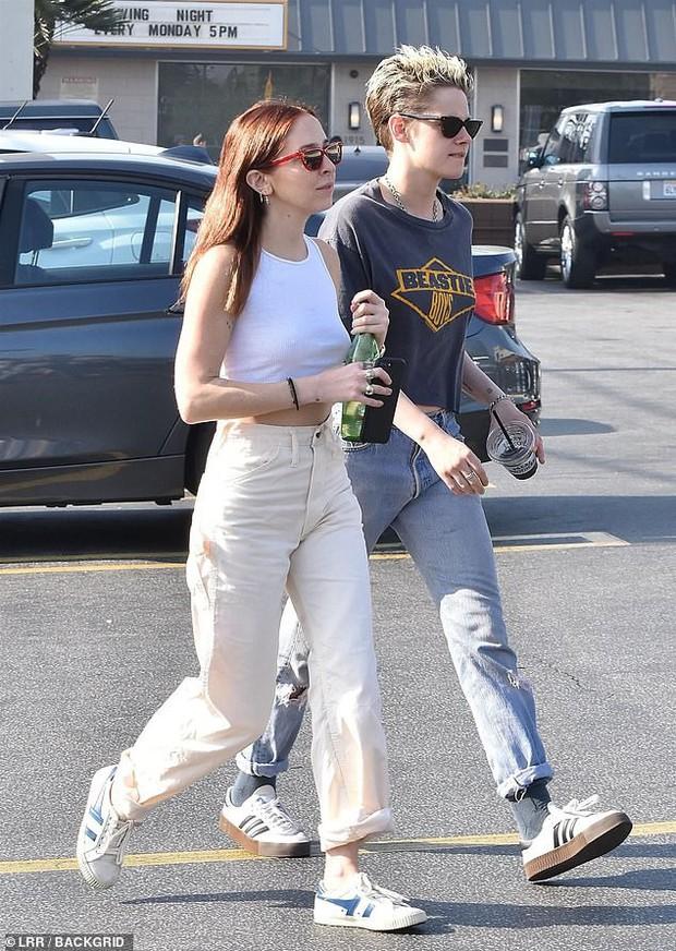 Kristen Stewart ngày càng nam tính hơn khi hẹn hò bạn gái mới, nhưng có một điểm đặc biệt vẫn không đổi thay - Ảnh 4.