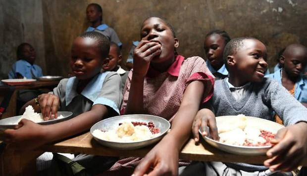 Bữa trưa của học sinh toàn thế giới: Nơi sang chảnh như khách sạn, nơi nghèo đói phải ăn đồ cứu trợ - Ảnh 8.