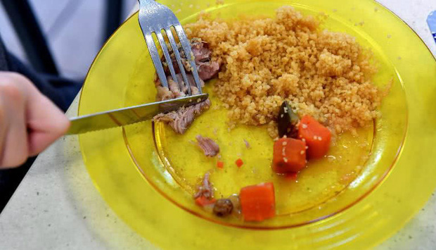 Bữa trưa của học sinh toàn thế giới: Nơi sang chảnh như khách sạn, nơi nghèo đói phải ăn đồ cứu trợ - Ảnh 9.