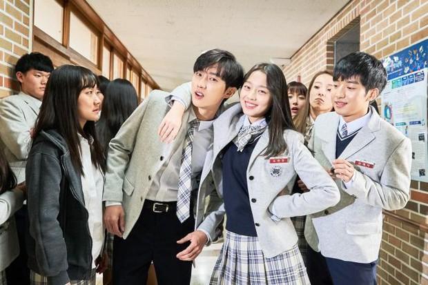 Thành viên nhóm B1A4 tiết lộ nụ hôn màn ảnh gây sốc với đàn chị lớn hơn 16 tuổi - Ảnh 6.