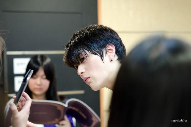 Hết vợ cũ Hyun Bin lại đến chồng cũ Song Hye Kyo lấn át cả Park Bo Gum vì đẳng cấp điển trai không đùa được - Ảnh 10.