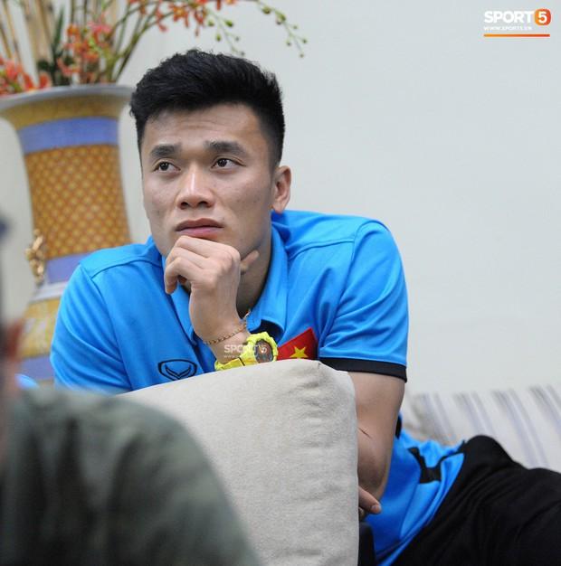 Trở lại Qatar, thủ môn Bùi Tiến Dũng ngồi ôn lại kỷ niệm cùng U19 Việt Nam giành vé đi World Cup - Ảnh 1.