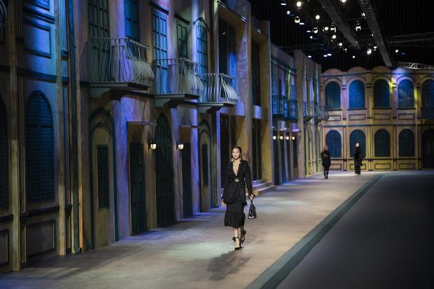 Show diễn mới nhất của Đỗ Mạnh Cường: Tựa như triển lãm túi hiệu với tổng trị giá 30 tỷ đồng, phải thuê hẳn 20 vệ sĩ để canh - Ảnh 6.