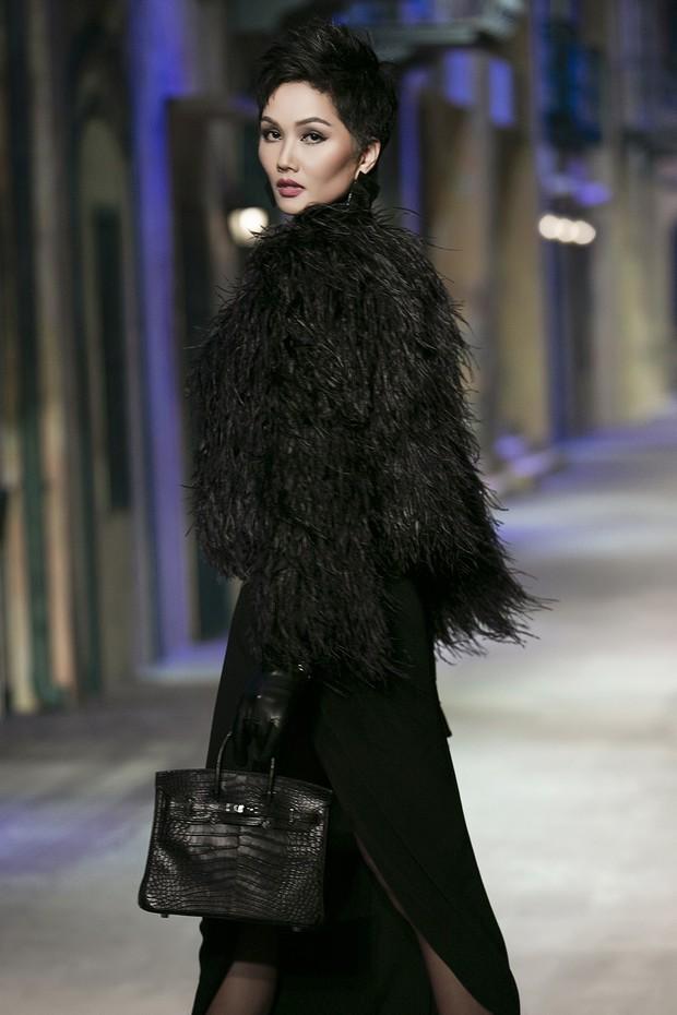 Catwalk tại show Đỗ Mạnh Cường quá đỉnh, netizen quốc tế khuyên HHen Niê nên thẳng tiến đến Paris Fashion Week - Ảnh 3.