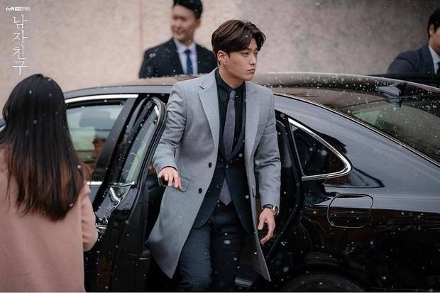 Hết vợ cũ Hyun Bin lại đến chồng cũ Song Hye Kyo lấn át cả Park Bo Gum vì đẳng cấp điển trai không đùa được - Ảnh 1.