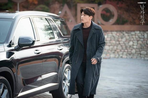 Hết vợ cũ Hyun Bin lại đến chồng cũ Song Hye Kyo lấn át cả Park Bo Gum vì đẳng cấp điển trai không đùa được - Ảnh 2.