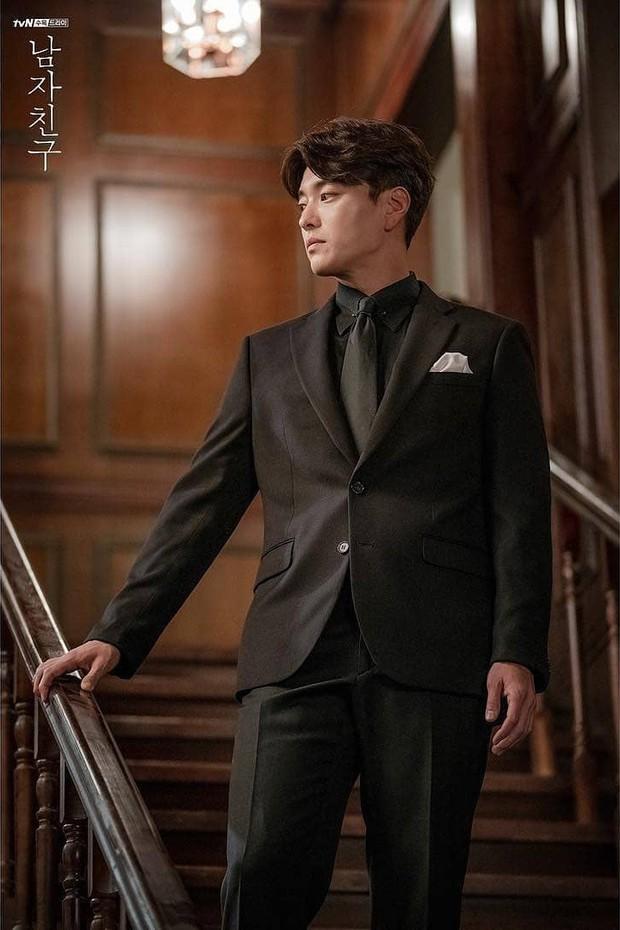 Hết vợ cũ Hyun Bin lại đến chồng cũ Song Hye Kyo lấn át cả Park Bo Gum vì đẳng cấp điển trai không đùa được - Ảnh 3.