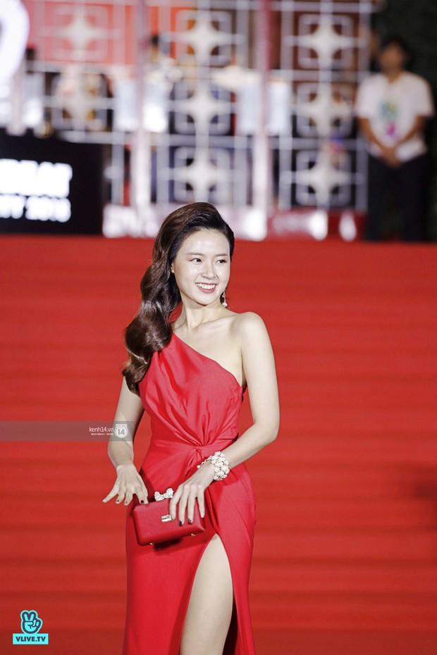 Thảm đỏ Year End Party Hàn-Việt: Soobin - Jiyeon quá đẹp đôi, MAMAMOO, iKON cực hot bên dàn sao Việt đình đám - Ảnh 19.