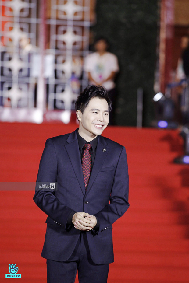 Thảm đỏ Year End Party Hàn-Việt: Soobin - Jiyeon quá đẹp đôi, MAMAMOO, iKON cực hot bên dàn sao Việt đình đám - Ảnh 25.