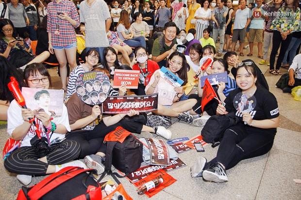 iKON sang chảnh nhà YG khiến sân bay Tân Sơn Nhất vỡ trận, sao nhí The Heirs một thời cực nổi bật giữa biển fan - Ảnh 11.