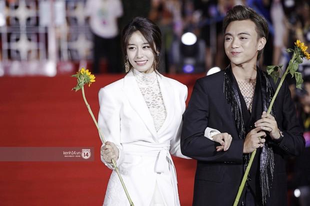 Thảm đỏ Year End Party Hàn-Việt: Soobin - Jiyeon quá đẹp đôi, MAMAMOO, iKON cực hot bên dàn sao Việt đình đám - Ảnh 6.