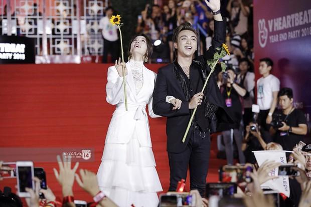 Thảm đỏ Year End Party Hàn-Việt: Soobin - Jiyeon quá đẹp đôi, MAMAMOO, iKON cực hot bên dàn sao Việt đình đám - Ảnh 5.