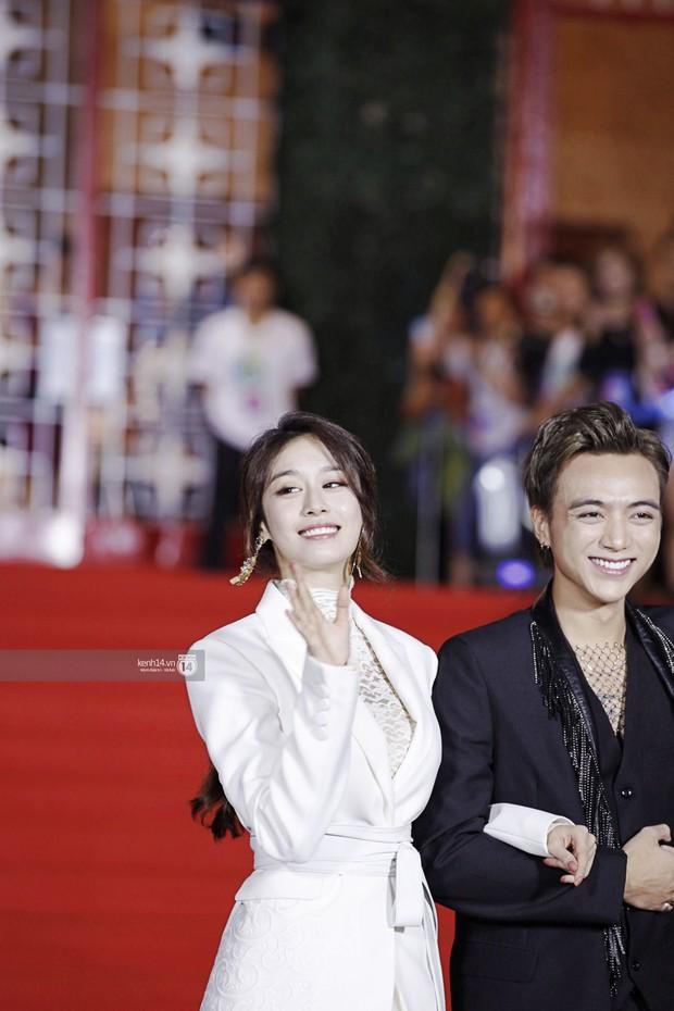 Thảm đỏ Year End Party Hàn-Việt: Soobin - Jiyeon quá đẹp đôi, MAMAMOO, iKON cực hot bên dàn sao Việt đình đám - Ảnh 8.