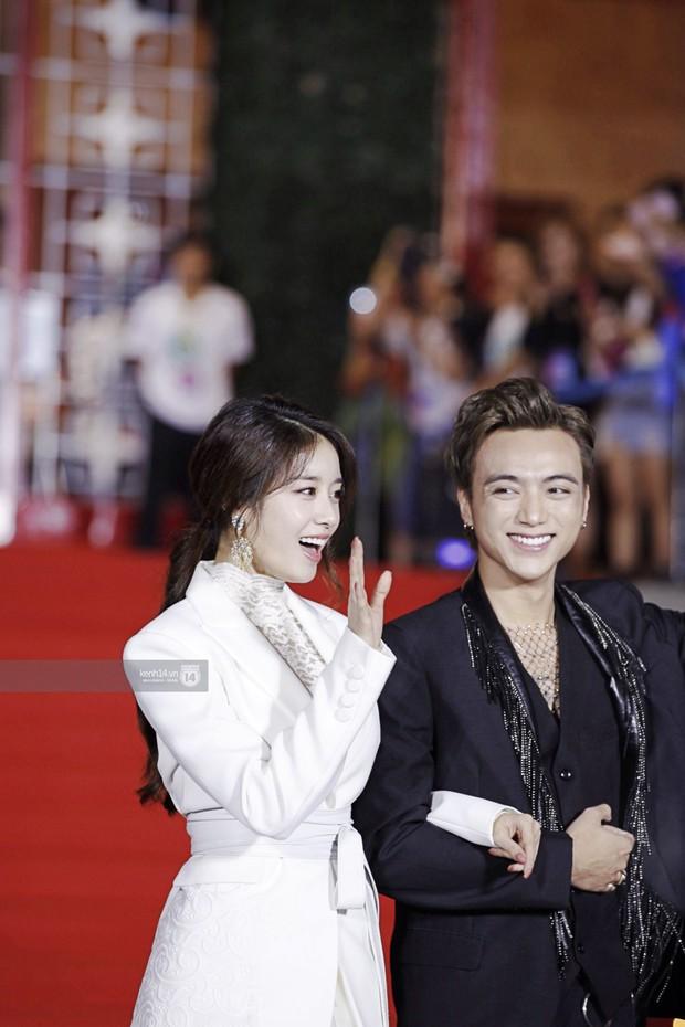 Thảm đỏ Year End Party Hàn-Việt: Soobin - Jiyeon quá đẹp đôi, MAMAMOO, iKON cực hot bên dàn sao Việt đình đám - Ảnh 7.