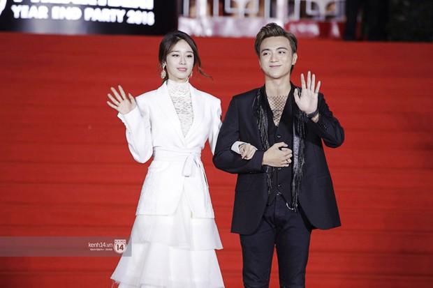 Thảm đỏ Year End Party Hàn-Việt: Soobin - Jiyeon quá đẹp đôi, MAMAMOO, iKON cực hot bên dàn sao Việt đình đám - Ảnh 4.