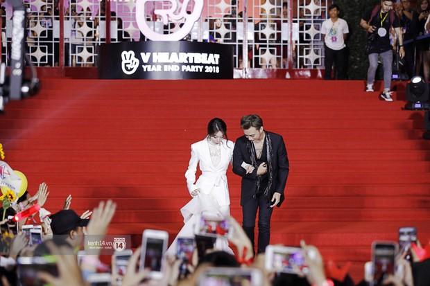 Thảm đỏ Year End Party Hàn-Việt: Soobin - Jiyeon quá đẹp đôi, MAMAMOO, iKON cực hot bên dàn sao Việt đình đám - Ảnh 3.