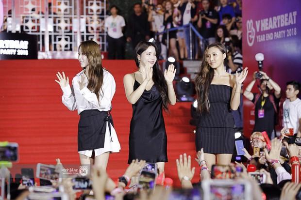 Thảm đỏ Year End Party Hàn-Việt: Soobin - Jiyeon quá đẹp đôi, MAMAMOO, iKON cực hot bên dàn sao Việt đình đám - Ảnh 16.