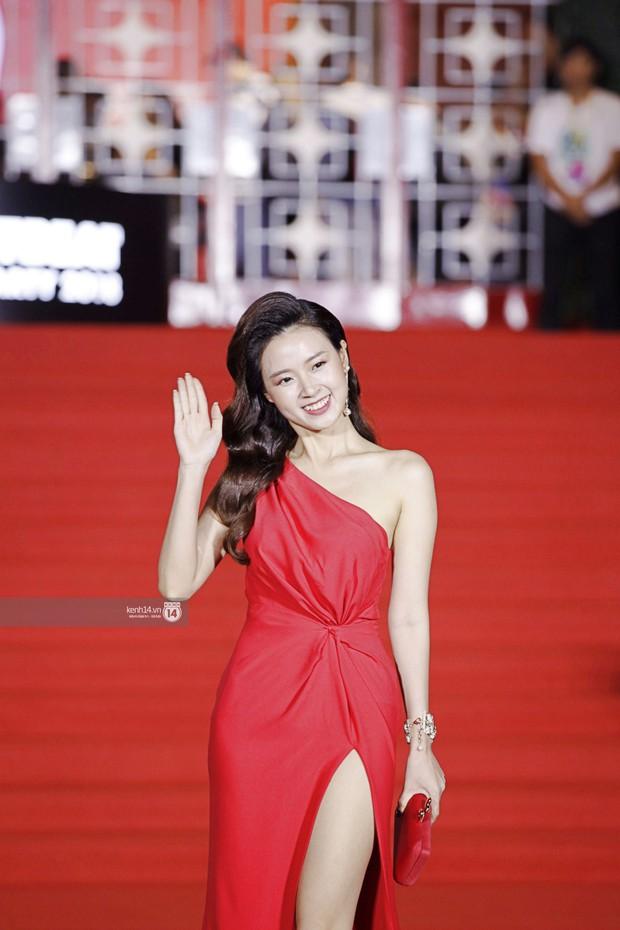 Thảm đỏ Year End Party Hàn-Việt: Soobin - Jiyeon quá đẹp đôi, MAMAMOO, iKON cực hot bên dàn sao Việt đình đám - Ảnh 18.
