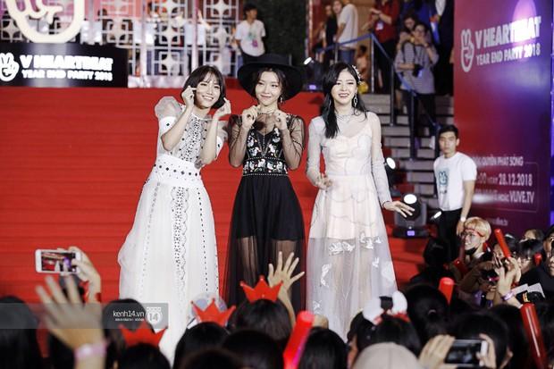 Thảm đỏ Year End Party Hàn-Việt: Soobin - Jiyeon quá đẹp đôi, MAMAMOO, iKON cực hot bên dàn sao Việt đình đám - Ảnh 23.