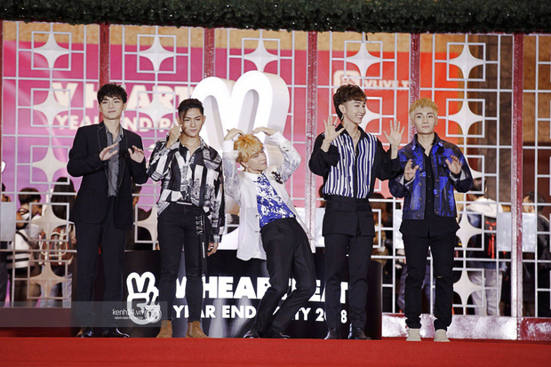 Thảm đỏ Year End Party Hàn-Việt: Soobin - Jiyeon quá đẹp đôi, MAMAMOO, iKON cực hot bên dàn sao Việt đình đám - Ảnh 35.