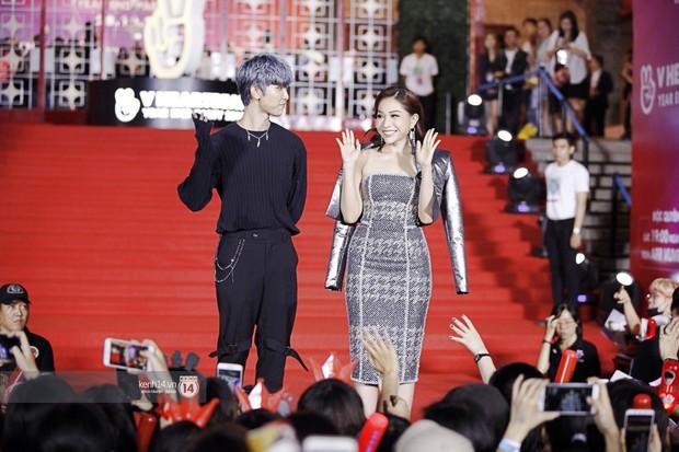 Thảm đỏ Year End Party Hàn-Việt: Soobin - Jiyeon quá đẹp đôi, MAMAMOO, iKON cực hot bên dàn sao Việt đình đám - Ảnh 32.