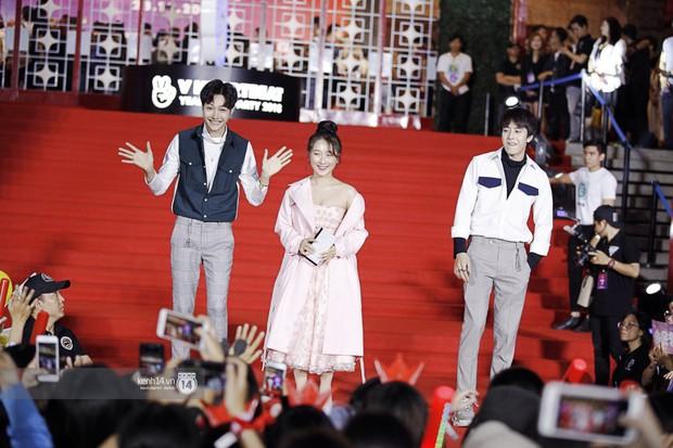 Thảm đỏ Year End Party Hàn-Việt: Soobin - Jiyeon quá đẹp đôi, MAMAMOO, iKON cực hot bên dàn sao Việt đình đám - Ảnh 31.