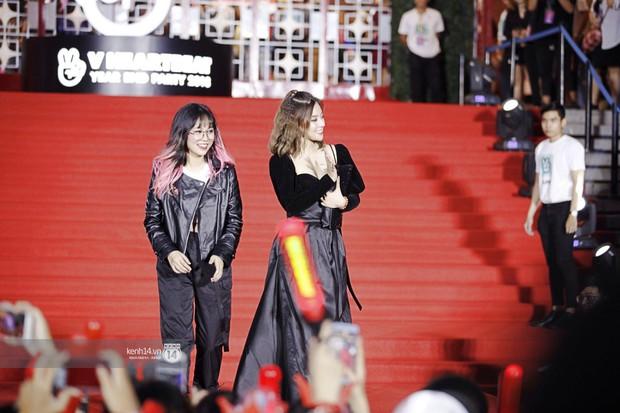 Thảm đỏ Year End Party Hàn-Việt: Soobin - Jiyeon quá đẹp đôi, MAMAMOO, iKON cực hot bên dàn sao Việt đình đám - Ảnh 29.