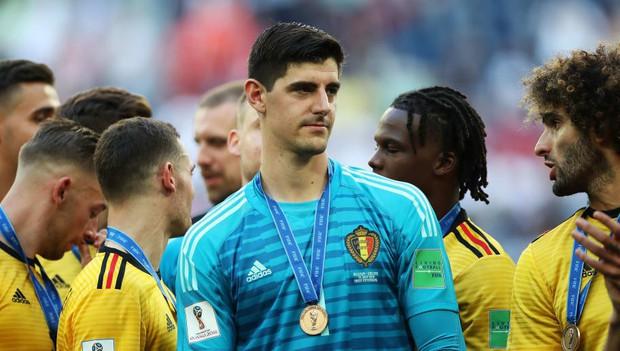 Trêu ngươi thủ môn hay nhất World Cup 2018, fan Liverpool nhận ngay cái kết đắng - Ảnh 2.