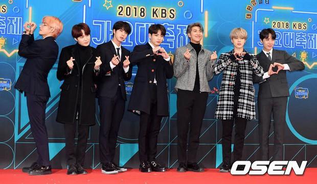 150 idol đổ bộ thảm đỏ KBS Song Festival: Red Velvet và dàn mỹ nhân mặc thảm họa, TWICE, BTS đơn giản mà đẹp - Ảnh 13.