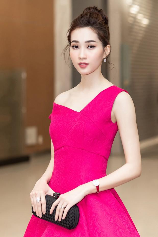 Spotlight thảm đỏ show Đỗ Mạnh Cường: Nước mắt sầu bi của Angela Phương Trinh và khuôn ngực phồn thực của Kỳ Duyên - Ảnh 12.
