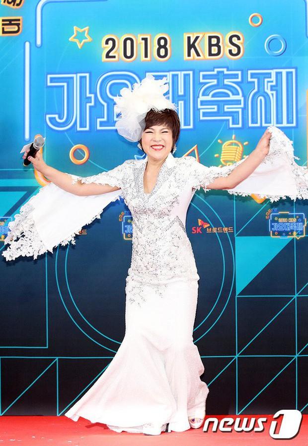 150 idol đổ bộ thảm đỏ KBS Song Festival: Red Velvet và dàn mỹ nhân mặc thảm họa, TWICE, BTS đơn giản mà đẹp - Ảnh 47.