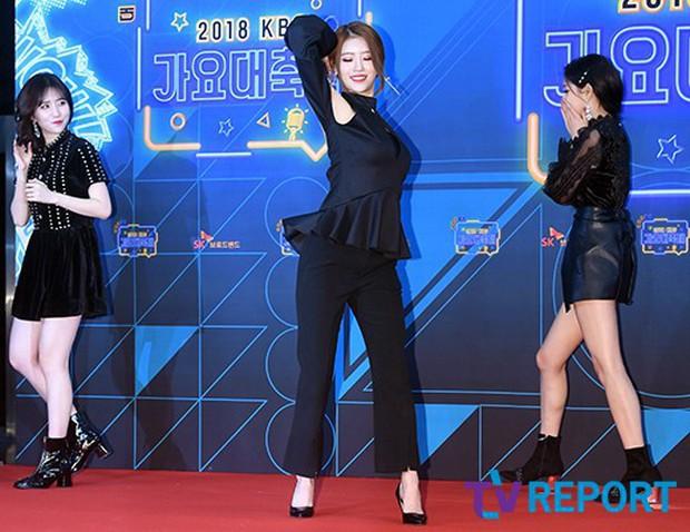 150 idol đổ bộ thảm đỏ KBS Song Festival: Red Velvet và dàn mỹ nhân mặc thảm họa, TWICE, BTS đơn giản mà đẹp - Ảnh 29.
