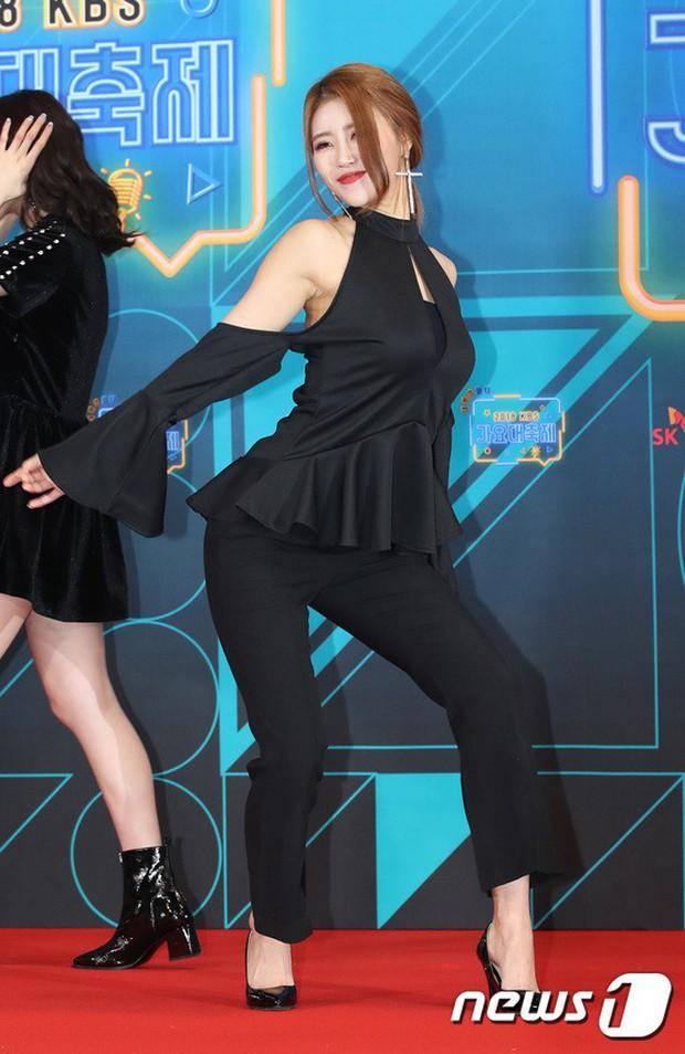 150 idol đổ bộ thảm đỏ KBS Song Festival: Red Velvet và dàn mỹ nhân mặc thảm họa, TWICE, BTS đơn giản mà đẹp - Ảnh 28.