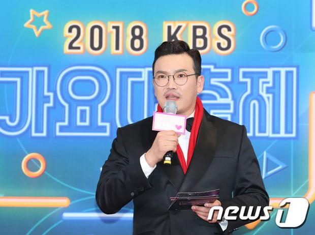 150 idol đổ bộ thảm đỏ KBS Song Festival: Red Velvet và dàn mỹ nhân mặc thảm họa, TWICE, BTS đơn giản mà đẹp - Ảnh 49.
