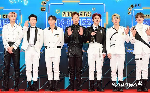 150 idol đổ bộ thảm đỏ KBS Song Festival: Red Velvet và dàn mỹ nhân mặc thảm họa, TWICE, BTS đơn giản mà đẹp - Ảnh 46.