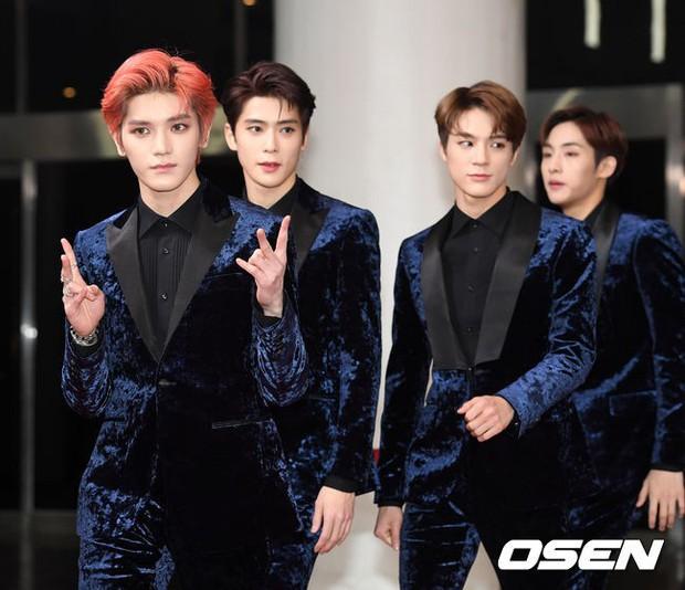 150 idol đổ bộ thảm đỏ KBS Song Festival: Red Velvet và dàn mỹ nhân mặc thảm họa, TWICE, BTS đơn giản mà đẹp - Ảnh 34.
