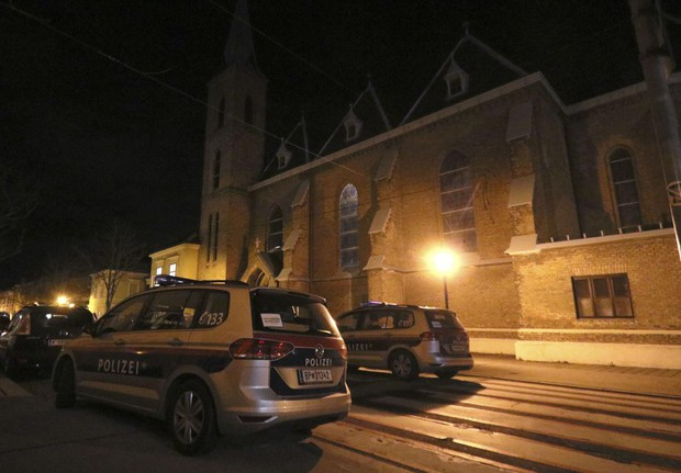 Ít nhất 15 người bị thương trong vụ nổ súng ở Vienna, Áo - Ảnh 1.