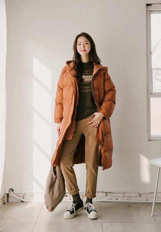 Lên đồ đậm chất Hàn với áo phao con sâu đã to lại dài cho những ngày cuối năm rét cóng - Ảnh 14.