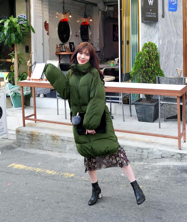 Lên đồ đậm chất Hàn với áo phao con sâu đã to lại dài cho những ngày cuối năm rét cóng - Ảnh 19.