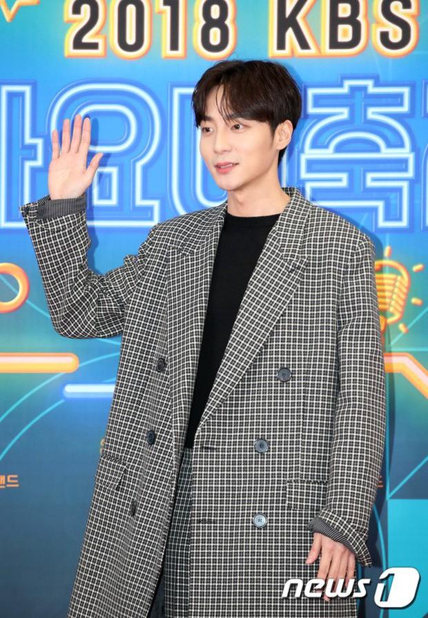 150 idol đổ bộ thảm đỏ KBS Song Festival: Red Velvet và dàn mỹ nhân mặc thảm họa, TWICE, BTS đơn giản mà đẹp - Ảnh 44.