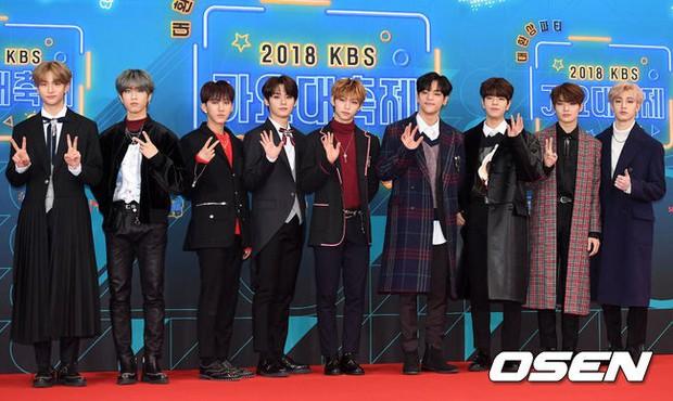 150 idol đổ bộ thảm đỏ KBS Song Festival: Red Velvet và dàn mỹ nhân mặc thảm họa, TWICE, BTS đơn giản mà đẹp - Ảnh 43.