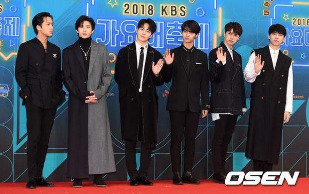 150 idol đổ bộ thảm đỏ KBS Song Festival: Red Velvet và dàn mỹ nhân mặc thảm họa, TWICE, BTS đơn giản mà đẹp - Ảnh 39.